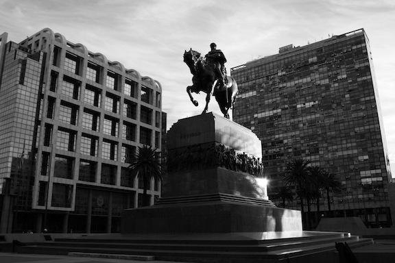 Plaza de la independencia - Estatua General Artigas