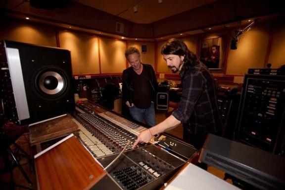 Grohl en el estudio de grabación